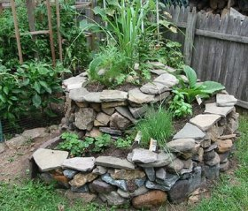 031 - herb spiral with stone slabs